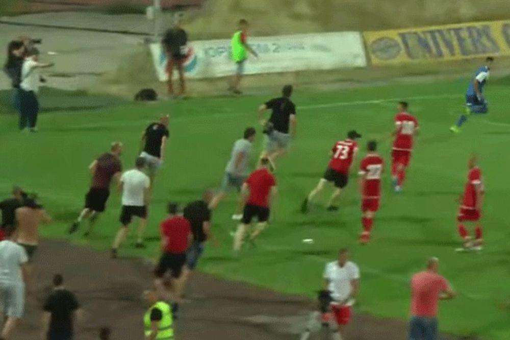 (VIDEO) HULIGANSKO BEZUMLJE: Pogledajte lov bugarskih navijača na Izraelce po terenu