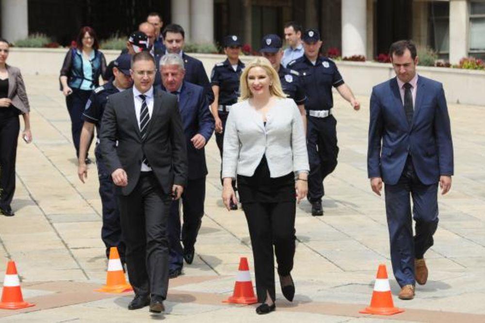MINISTARKA U LETNJEM IZDANJU: Zorana Mihailović doterala liniju!