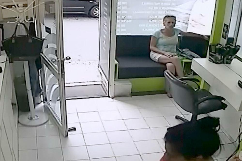 KURIR TV DA LI JE PREPOZNAJETE: Njena ruka je u tuđoj tašni!