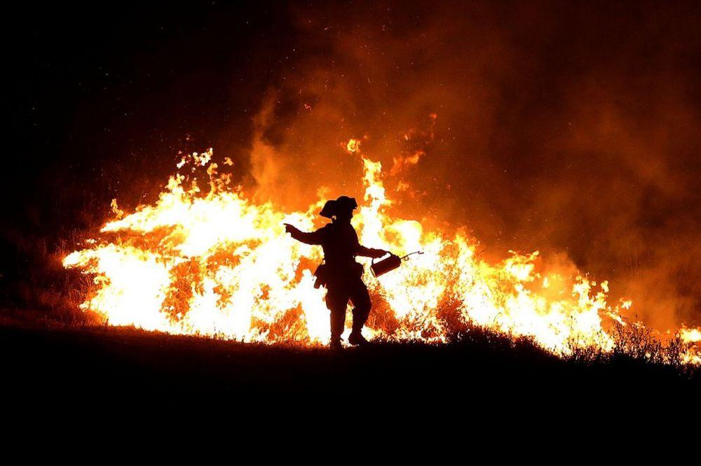 POŽARI BESNE: U Kaliforniji je naređena evakuacija 13.000 ljudi