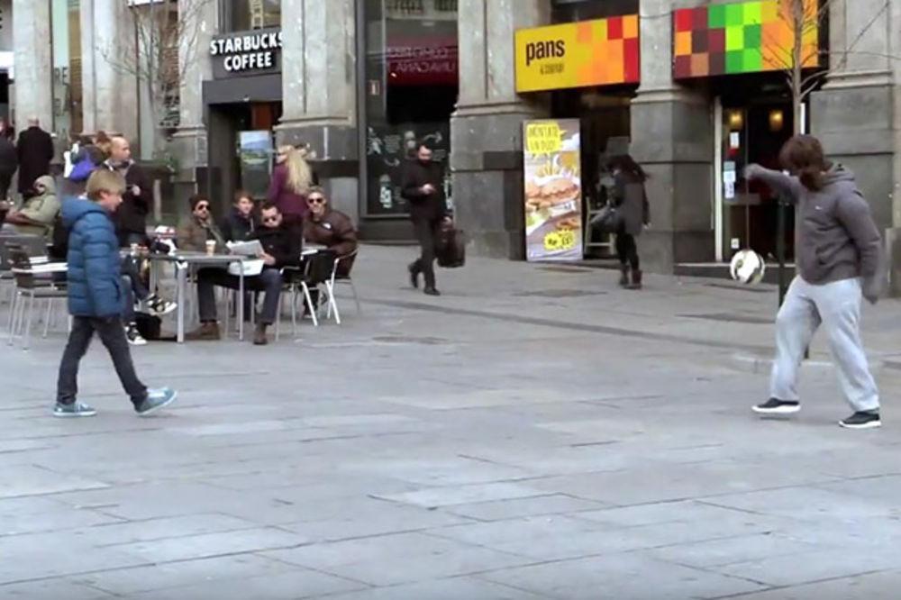 (VIDEO) RASPLAKAĆE VAS: Ronaldo se prerušio u beskućnika i oduševio jednog dečaka