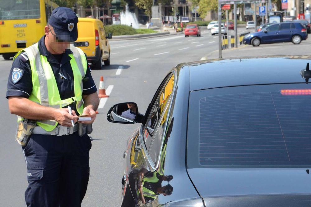 NA PERONU AUTOBUSKE STANICE: Automobil udario policajaca dok je regulisao saobraćaj