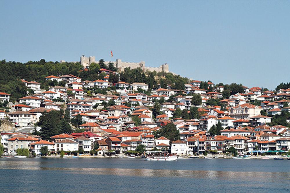 NA DUBINI OD 3 METRA: Dve granate pronađene u Ohridskom jezeru