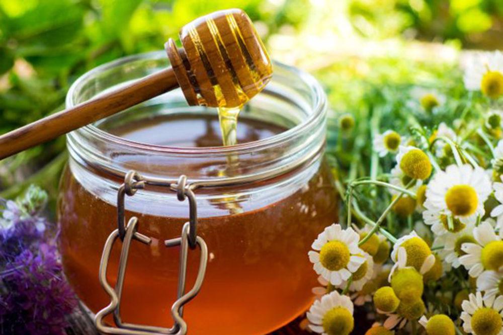 Domaće maske od meda i sode bikarbone za savršenu kosu