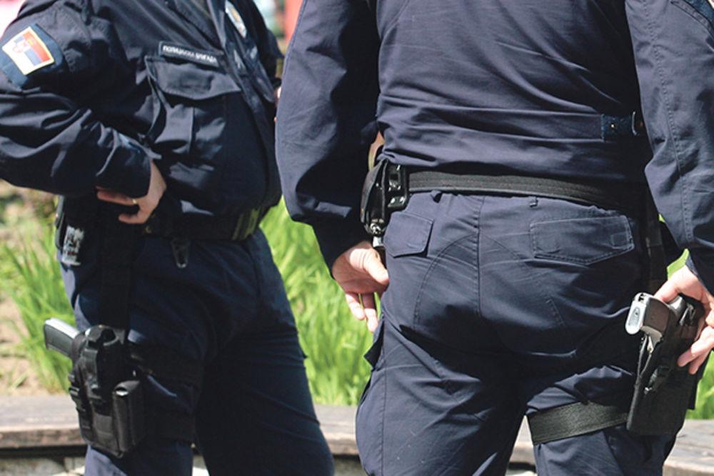 HAOS U MLADENOVCU: Beograđanka (41) benzinom pokušala da zapali garažu i automobil muškarcu
