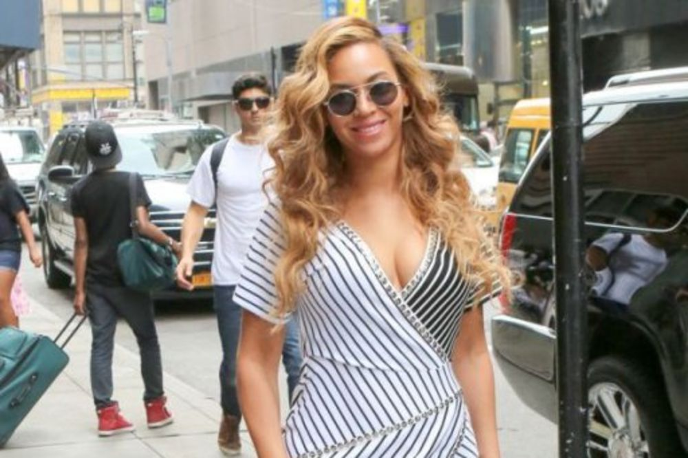 (FOTO) STIŽE BEBA: Bijonse ponovo trudna, pokazala stomak na nastupu
