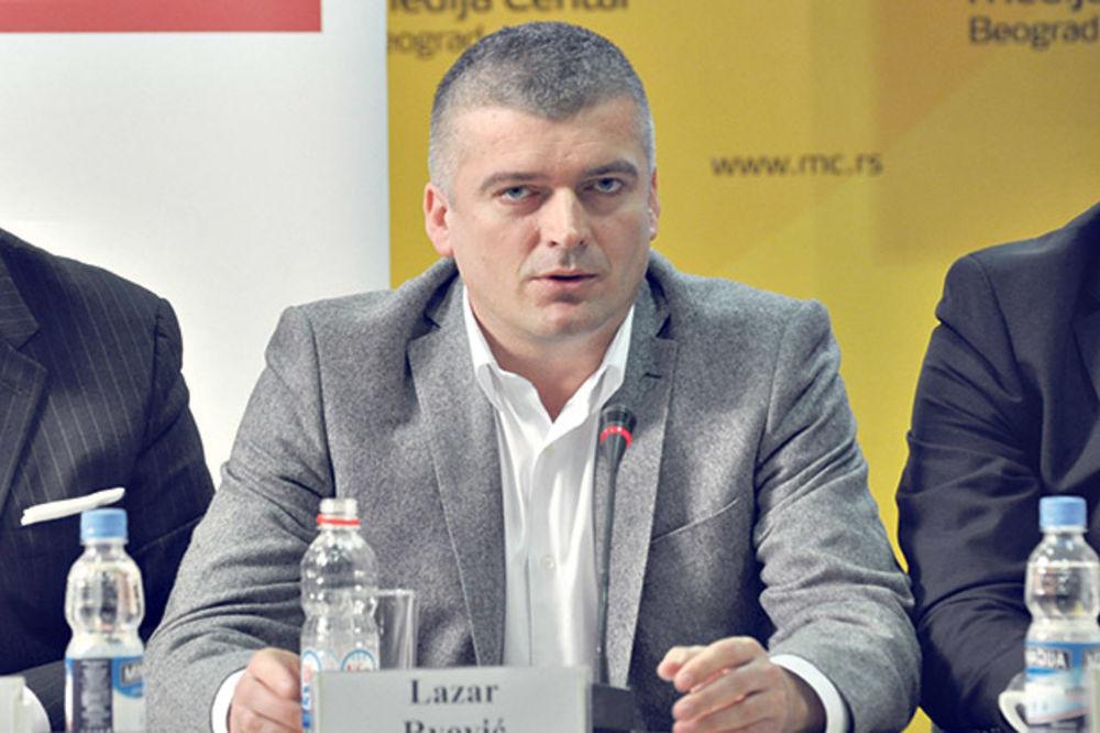DRŽAVNI NUDISTI: Predsednik opštine Priboj službenim autom išao da se sunča go?