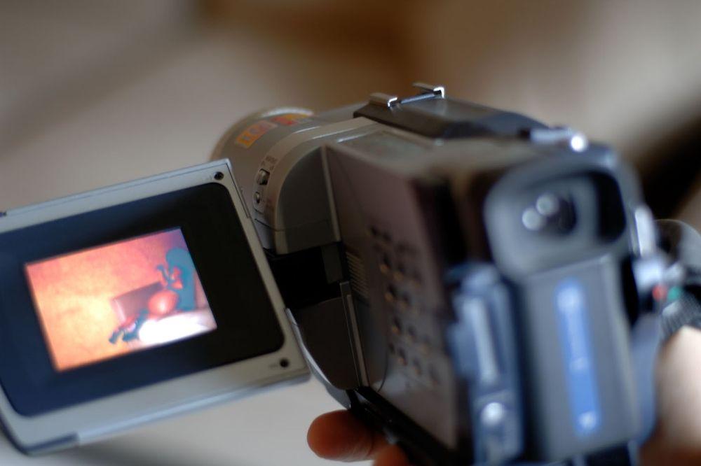 UZBUNA U PODGORIČKOJ GIMNAZIJI: Procureo snimak seksa dvoje tinejdžera u školskom toaletu