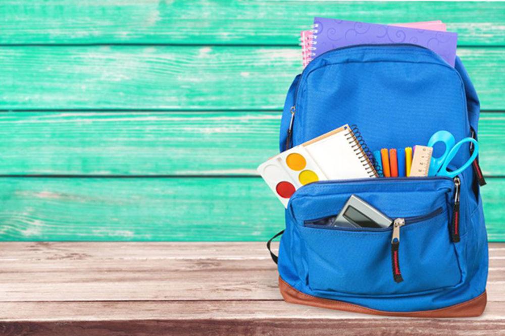 DISKRIMINISANA: Deca koja nose ručak od kuće moraju da jedu za školskom klupom
