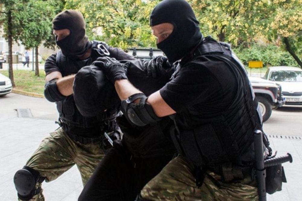 (FOTO) VELIKA AKCIJA SPECIJALACA U VISOKOM: Uhapšeno 15 dilera droge i oružja