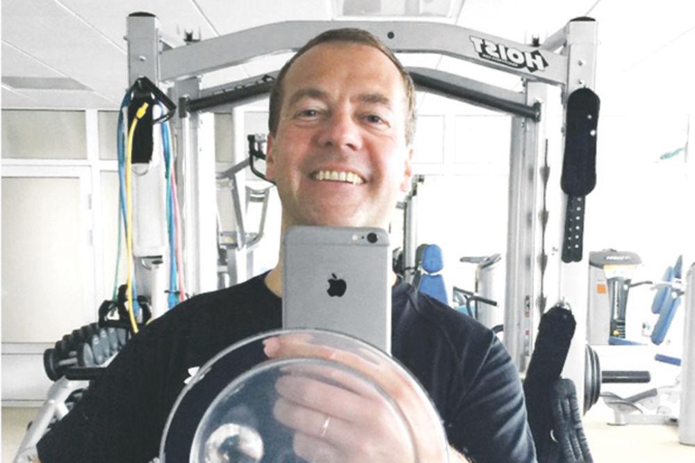 PRATI TRENDOVE: Selfi Medvedeva za milion i po pratilaca