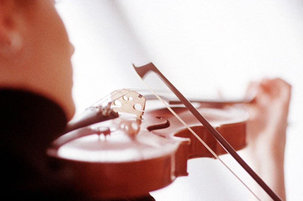 NOĆ MUZIKE: Mladi muzičari očarali pod otvorenim nebom na Taššmajdanu