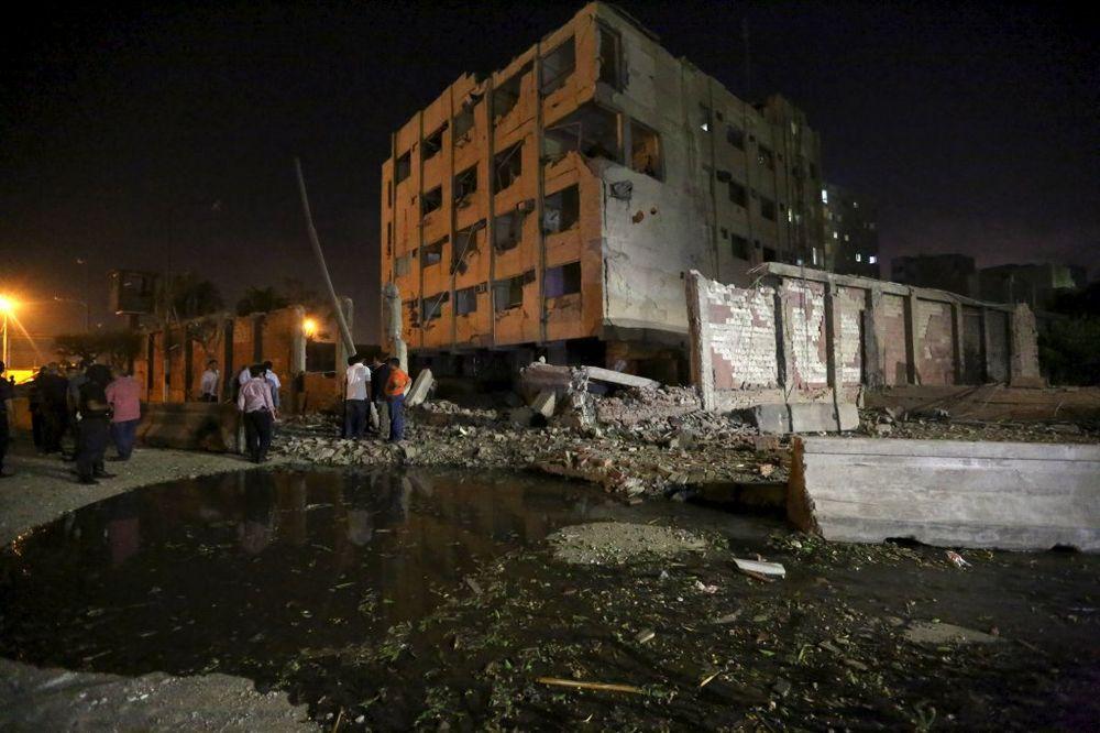 (VIDEO) NAPAD NA SIMBOL DRŽAVE: 29 ranjenih u eksploziji pred zgradom snaga bezbednosti u Kairu