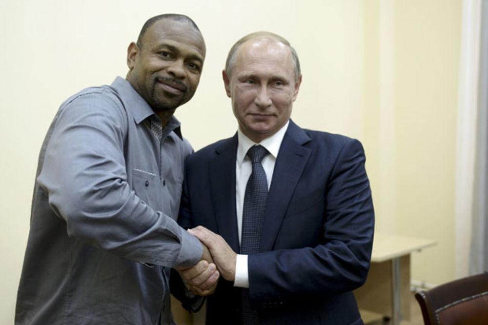 (VIDEO) RAZGOVOR UZ ČAJ: Slavni američki bokser tražio ruski pasoš od Putina