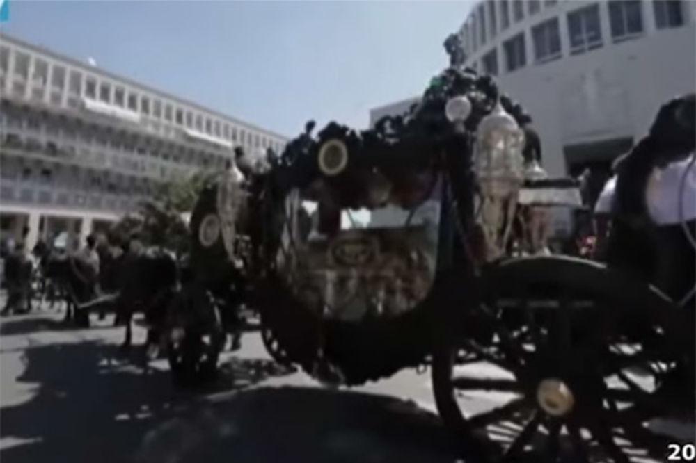 (VIDEO) UZ MUZIKU IZ KUMA: Mafijaški bos sahranjen u Rimu u holivudskom stilu kao Laki Lučano