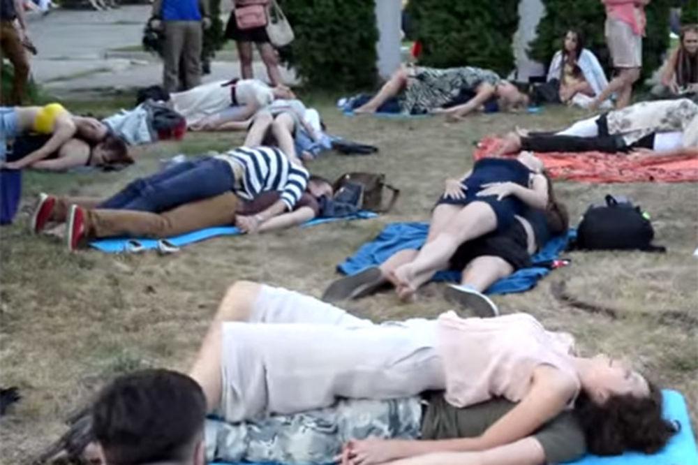 (VIDEO) IDETE LI NA FESTIVAL GREHA I RAZVRATA: U Kijevu postavljaju kabine za seks