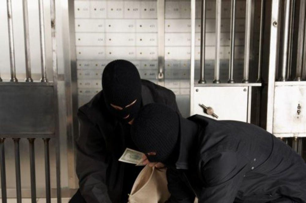 SPEKTAKULARNA PLJAČKA U MOSTARU: Lopovi na motociklima od radnice obezbeđenja oteli 100.000 maraka