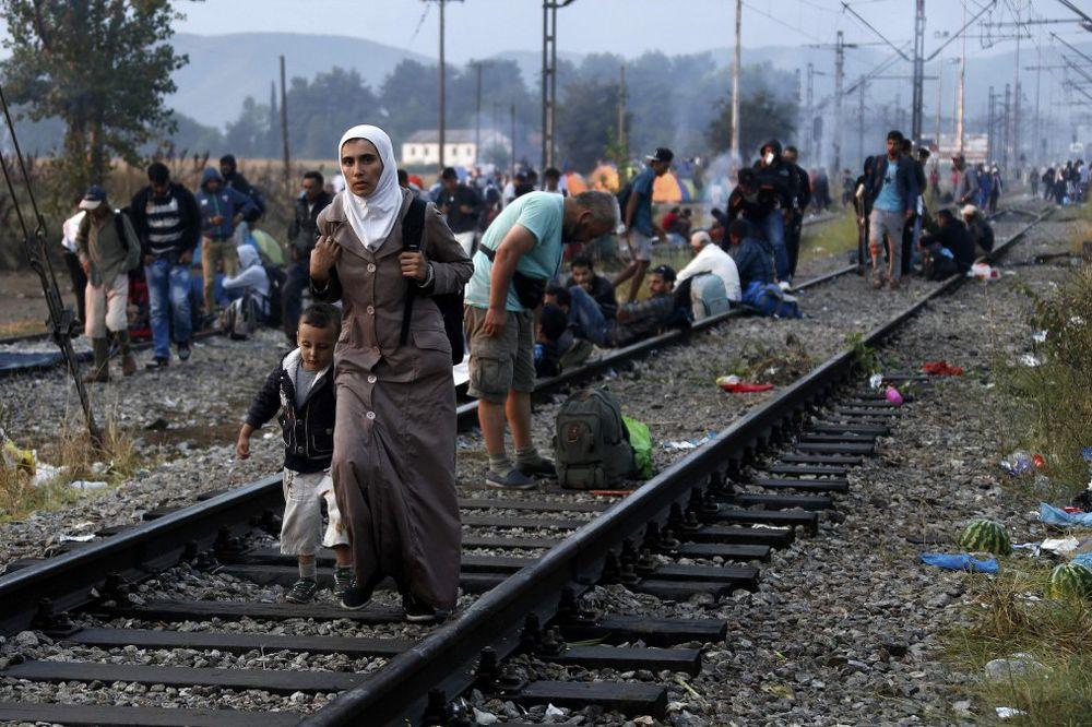 MIGRANTE ĆE ZAUSTAVITI U MAKEDONIJI: Više zemalja obećalo pomoć!