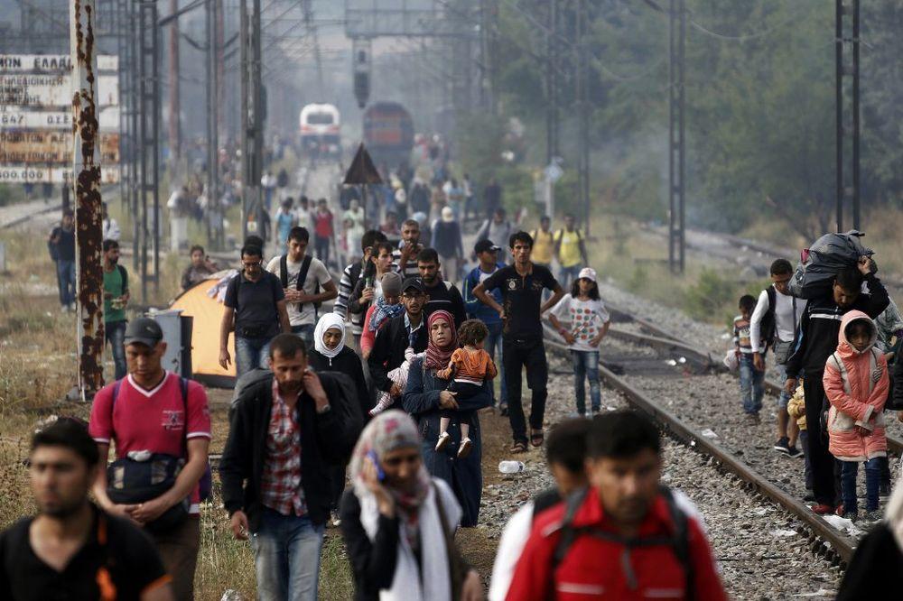 ODBLOKIRANA PRUGA: Makedonski taksisti prekinuli štrajk, migranti krenuli preko granice!