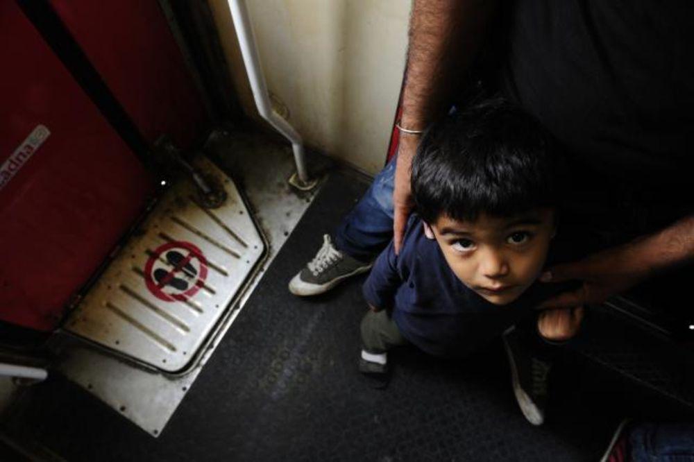 DECI JE NAJTEŽE: Taim (4) iz Sirije, krenuo bez ijedne igračke jer u tatinom rancu nije bilo mesta!