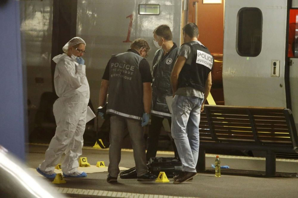 PUCNJAVA U VOZU: Sumnja se da je napadač radikalni islamista