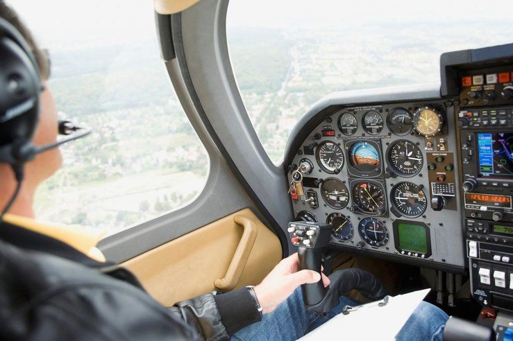 SPASILAČKA AKCIJA U NEMAČKOJ: Avion pao na drvo, pilot zaglavljen u krošnji proveo noć