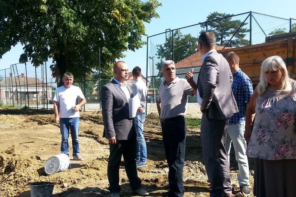 VESIĆ OBIŠAO POPLAVLJENU ŠKOLU U BARIČU: Do 1. septembra završavamo kanalizacionu mrežu