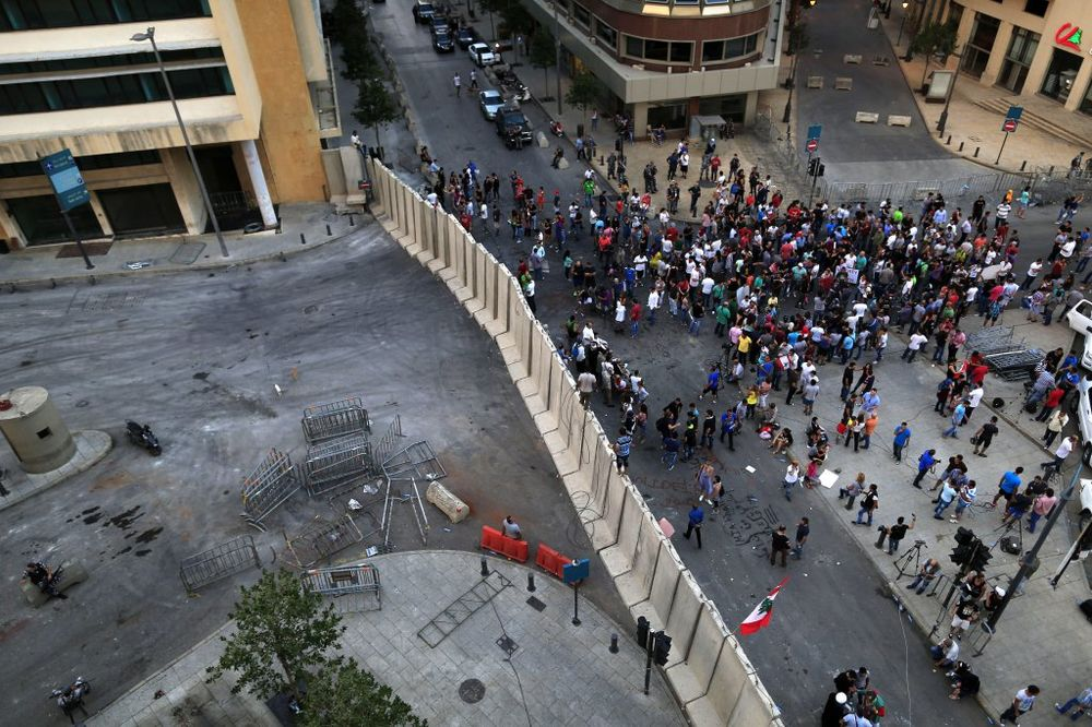 LIBAN NA IVICI HAOSA: Istekao ultimatum, demonstranti upali u Ministarstvo ekologije