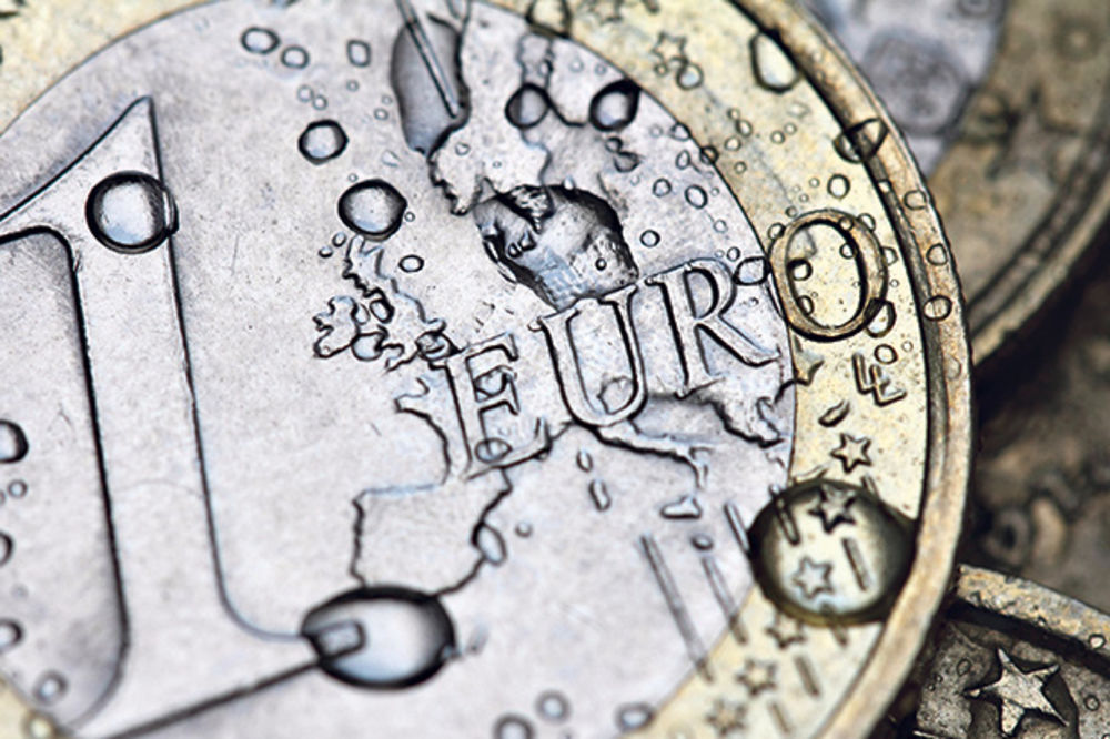 DINAR MIROVAO PREKO VIKENDA: Srednji kurs evra danas 123,36