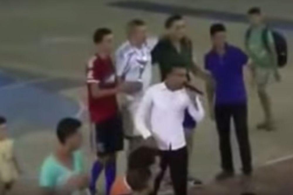 (VIDEO) VODITELJ UMRO USRED PRENOSA UŽIVO: Euforično predstavljao pobednike, a onda se samo srušio!