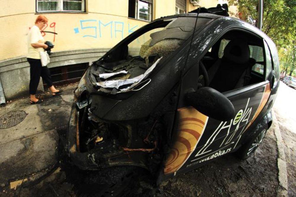 (FOTO) OSTALE SAMO OLUPINE: Izgorela dva automobila u Novom Sadu