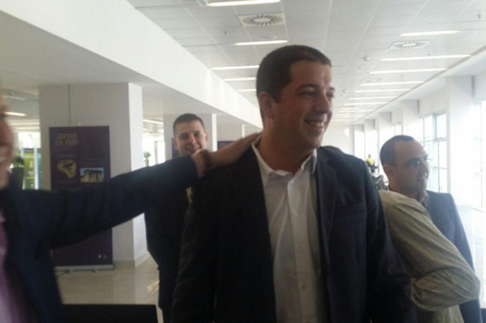 (FOTO) PAPARACO SA AERODROMA: Marku Đuriću čestitke za uspeh u Briselu!
