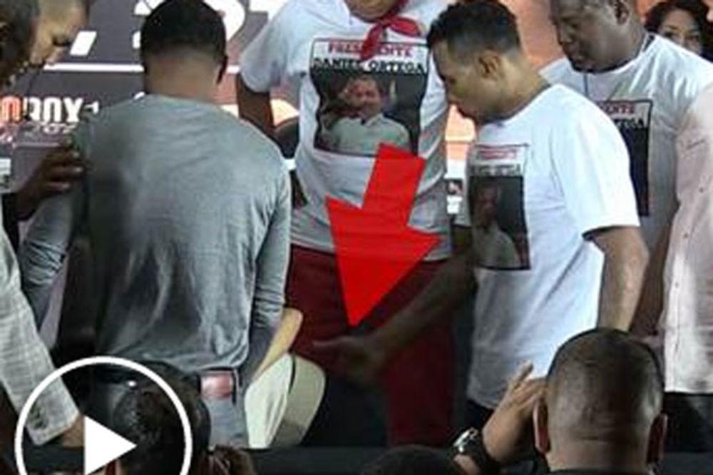 VIDEO) HAOS UOCI MECA: Bokser udario po guzi rivalovu devojku ...