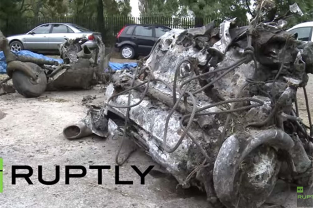 (VIDEO) 70 GODINA LEŽAO NA DNU REKE: Poljaci izvukli olupinu sovjetskog aviona i ostatke pilota