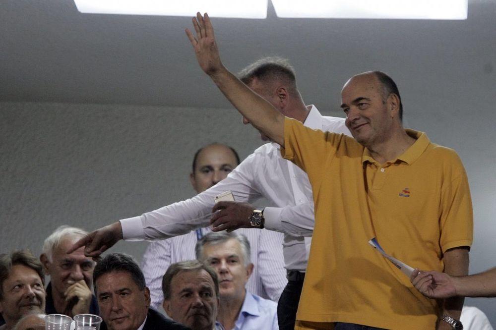HUMSKA KLICALA VUJOŠEVIĆU: Grobari ovacijama pozdravili trenera košarkaša