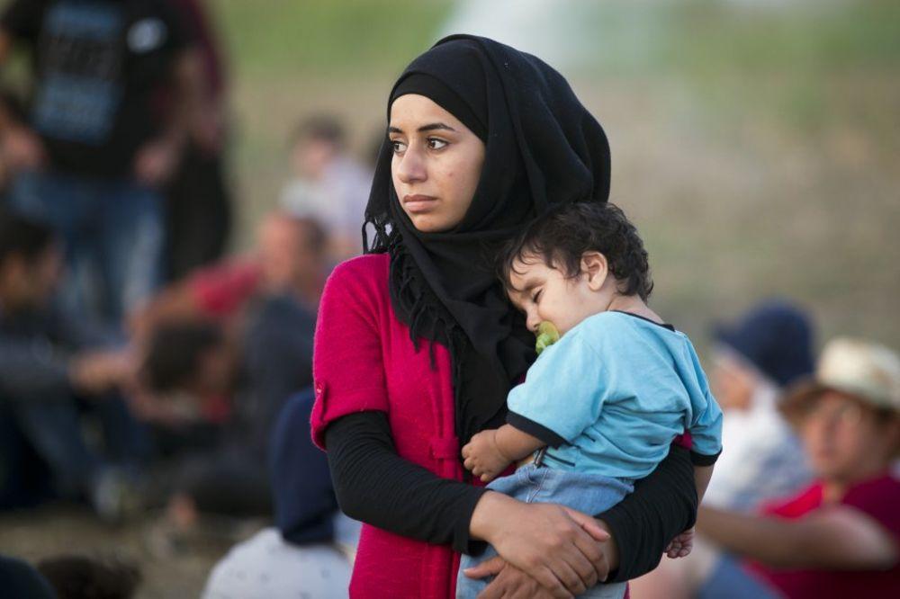 PUN KOMBI DROGIRANE DECE: Švercer ljudi sedativima nakljukao male izbeglice!