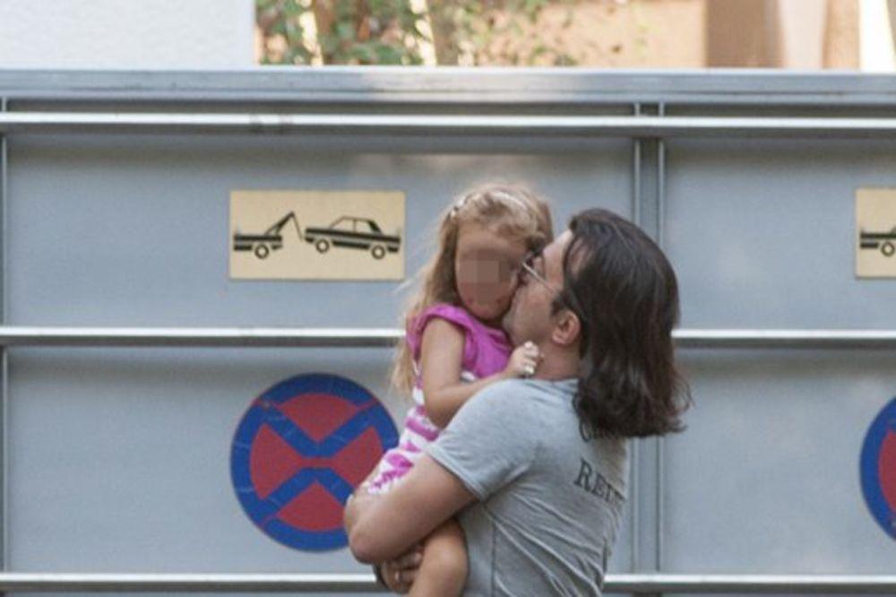 ACA LUKAS OČAJAN: Život mi se raspada, neprestano plačem za ćerkicom!