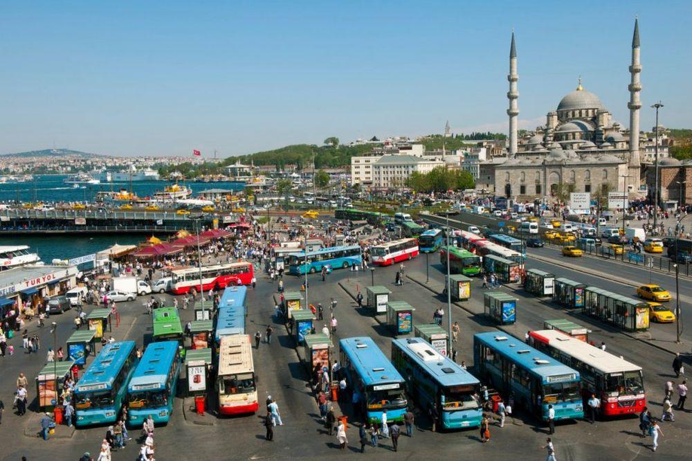 PUCNJAVA NA AUTOBUSKOJ STANICI: Troje povređenih u Istanbulu