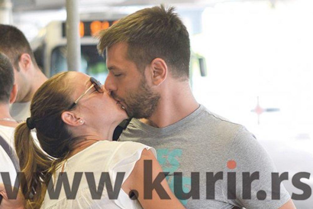 LJUBAV: Marijana ima svog majstora za poljupce!