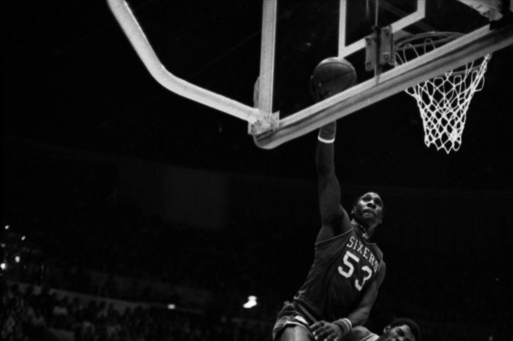 (VIDEO) ČOKOLADNI GROM OTIŠAO U LEGENDU: Preminuo bivši NBA košarkaš Deril Dokins