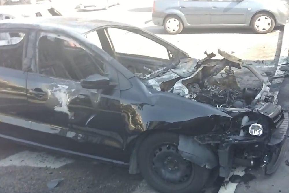 (VIDEO) EKSPLOZIJA NA ZVEZDARI: Bacili bombu pod auto, vatra zahvatila i susedni fijat