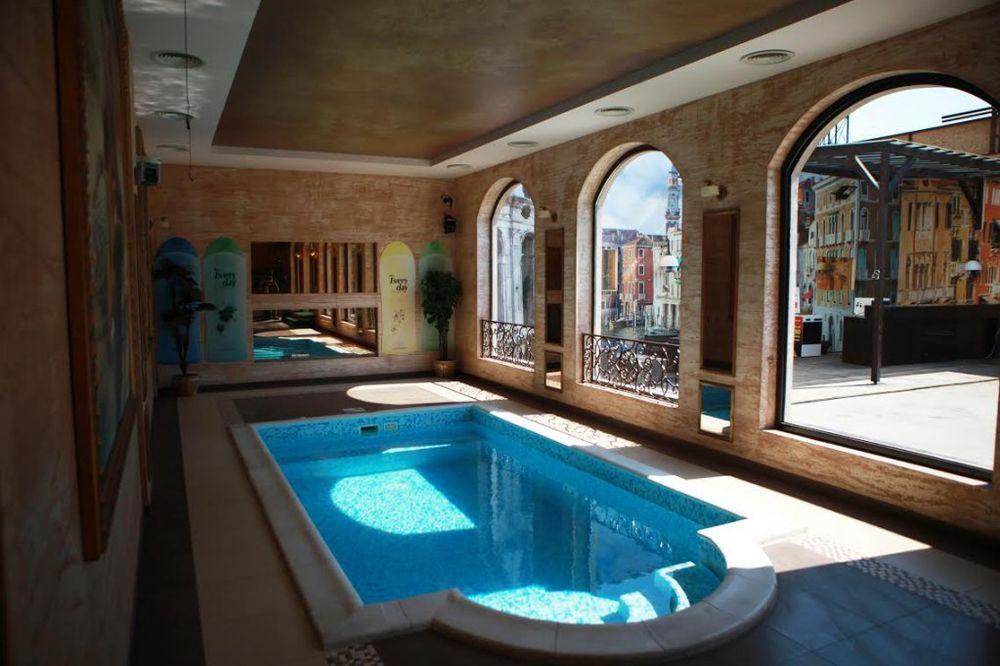(FOTO) POROVI POČINJU ZA JEDAN DAN: Pogledajte kako izgleda renovirana luksuzna vila!