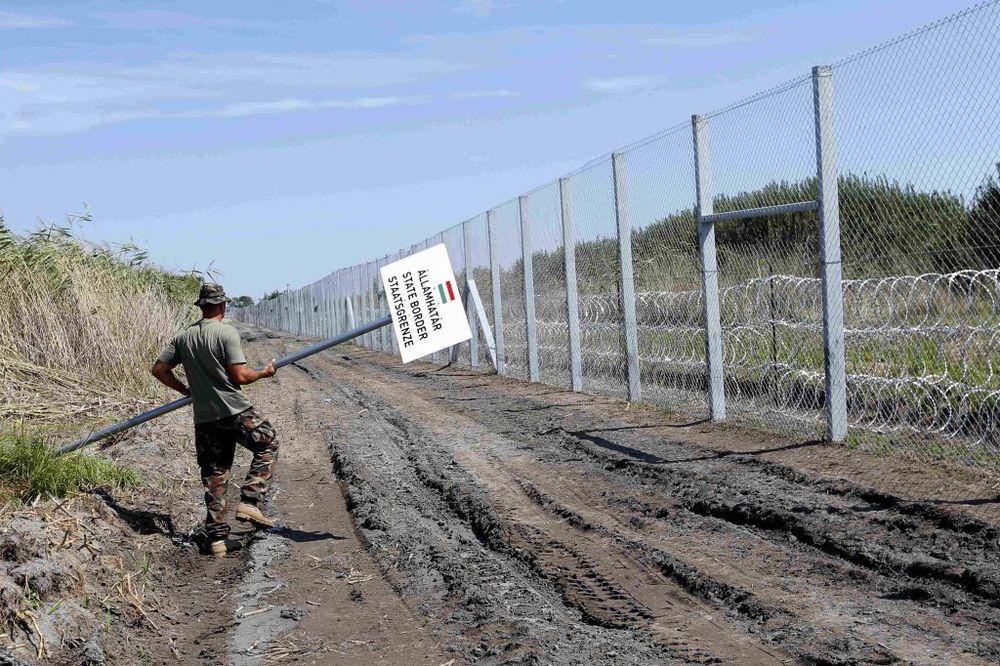 MAĐARI SPREMAJU JOŠ JEDNU BARIJERU: Žicu na granici ojačaće drvenom ogradom visokom 4 metra!