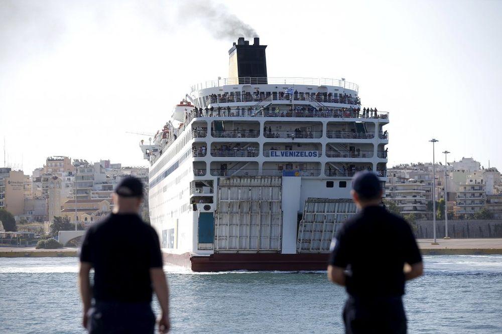 INCIDENT U GRČKIM VODAMA: Migrant (17) ubijen u sukobu policije i krijumčara ljudi!