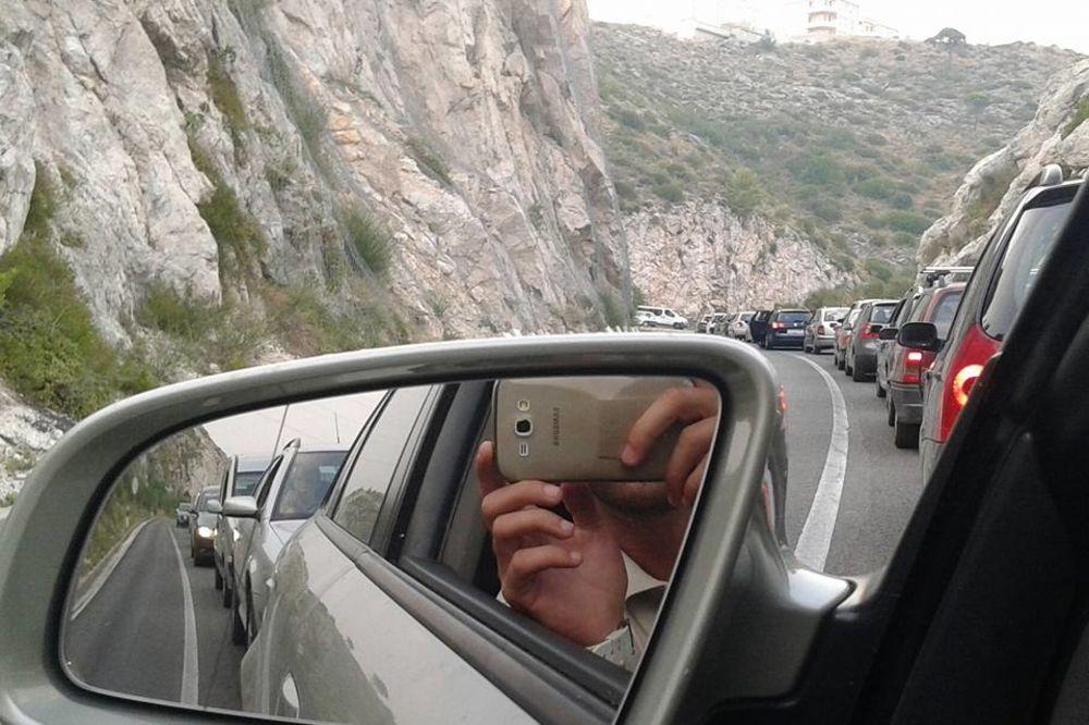 (FOTO) GUŽVA NA GRANICI HRVATSKE I BIH: Ovako je bilo u 11.45 na prelazu Doljani