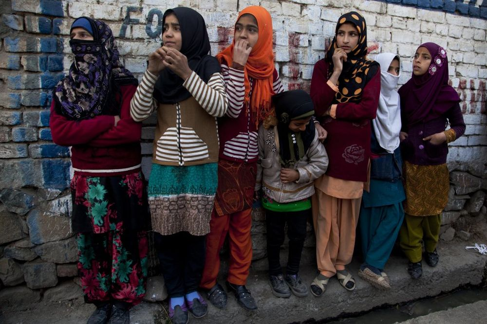STRAVA U INDIJI: Dve sestre osuđene na silovanje jer im je brat pobegao sa udatom ženom!