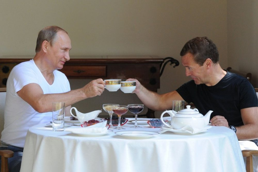 (VIDEO, FOTO) KUĆA, POS'O, TERETANA, BLEJA: Ovako se provode Putin i Medvedev