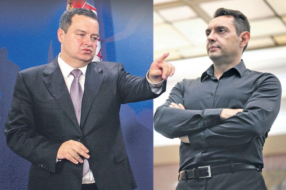 ČITAJTE U KURIRU RAT VUČIĆEVIH MINISTARA Vulin: Ne trebaš više Vučiću! Dačić: U, a ti mu baš trebaš!