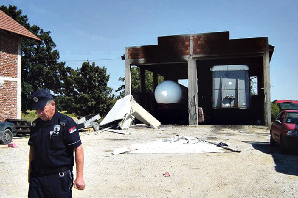 GAS IH ZAMALO UBIO: Eksplozija spržila švercere cigareta