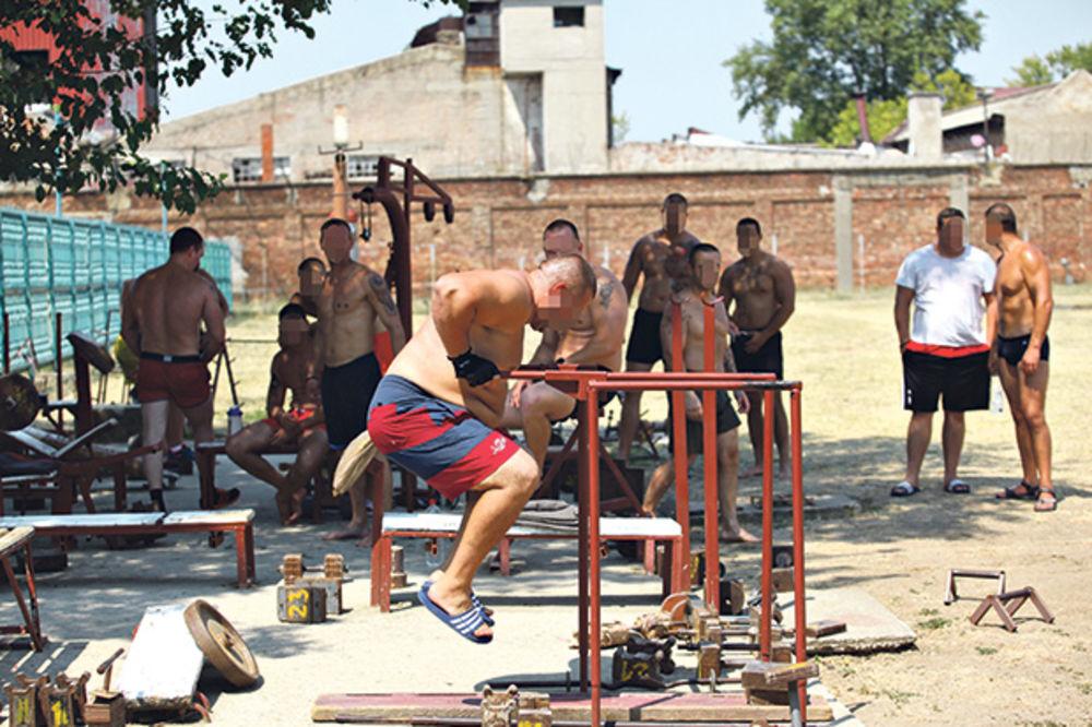 Rekreacija... Sprave za vežbanje popularne su među zatvorenicima
